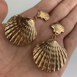 Lila Gold Shell Earrings